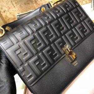 FENDI KAN I LOG SHOULDER BAG<br>펜디 칸아이 로고 숄더백<br>[25x21x9cm]
