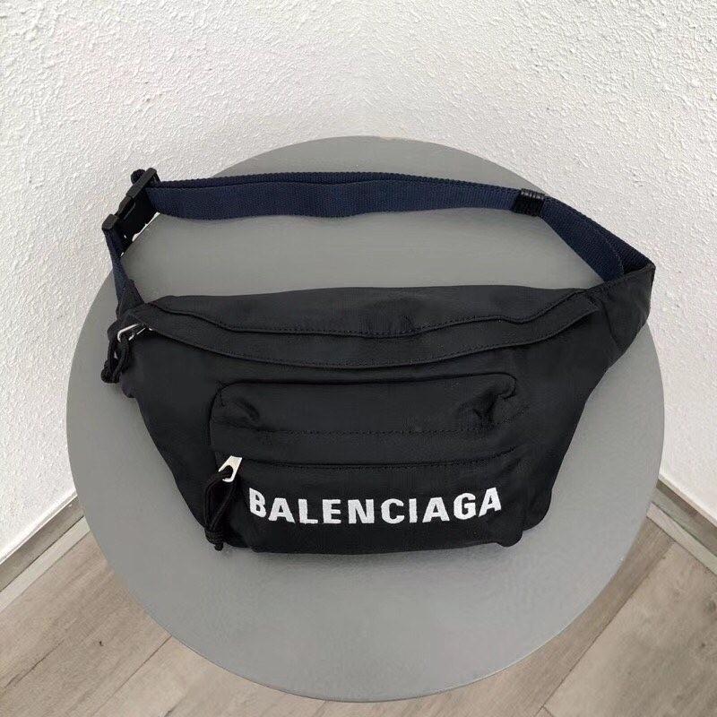 BALENCIAGA EVERYDAY BELT BAG<br>발렌시아가 에브리데이 벨트백