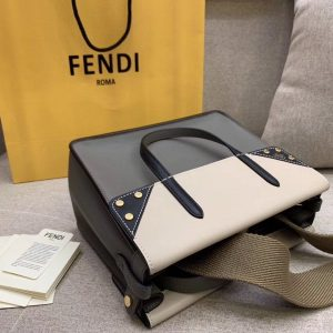 FENDI REGULAR FLIP BAG<br>펜디 레귤러 플립 백<br>[26x21x16cm]