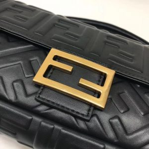 FENDI BAGUETTE LEATHER BAG<br>펜디 바게트 레더 백<br>[26x15x5cm]