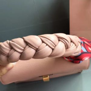 MIUMIU CLICK LEATHER TOTE BAG<br>미우미우 클릭 텍스쳐 레더 토트백<br>[25x18x12cm]