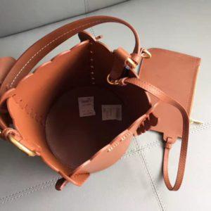 MIUMIU APPLIQUE LEATHER BUCKET BAG<br>미우미우 아플리케 레더 버킷 백<br>[16x16x18cm]