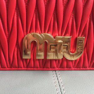 MIUMIU MATELASSE SHOULDER BAG<br>미우미우 마테라쎄 빅 로고 숄더 백<br>[18x12x5cm]