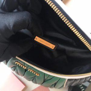 MIUMIU MATELASSE TWOTONE BELT BAG<br>미우미우 마테라쎄 투톤 벨트백<br>[28x16cm]