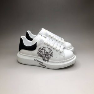ALEXANDER MCQUEEN OVERSIZED SNEAKERS<br>알렉산더 맥퀸 오버솔 스니커즈<br><i>35-44 SIZE 최상급</i>