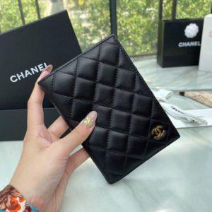 CHANEL CLASSIC PASSPORT CASE<br>샤넬 클래식 여권 케이스<br><i>14.5×10.5x2cm 이태리 양가죽</i>