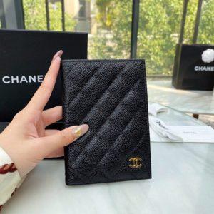 CHANEL CLASSIC PASSPORT CASE<br>샤넬 클래식 여권 케이스<br><i>14.5×10.5x2cm 이태리 캐비어소가죽</i>