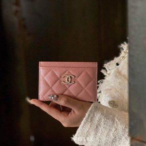 CHANEL CLASSIC CARD WALLET<br>샤넬 클래식 카드 지갑<br><i>11.5×7.5cm 이태리 캐비어소가죽</i>