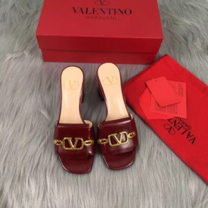 VALENTINO LOGO MULE SANDAL<br>발렌티노 로고 뮬 샌들<br><i>35-40 SIZE 굽 5cm</i>
