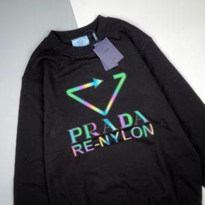 [PRADA] 21FW 프라다 레이저 컬러플 트라이앵글 로고 프린트 라운드넥 스웻셔츠